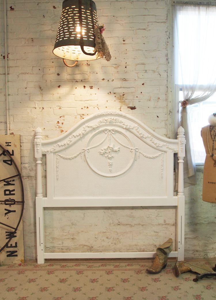 Pintado lamentable de la cabaña blanca Cabecera romántico shabby ...
