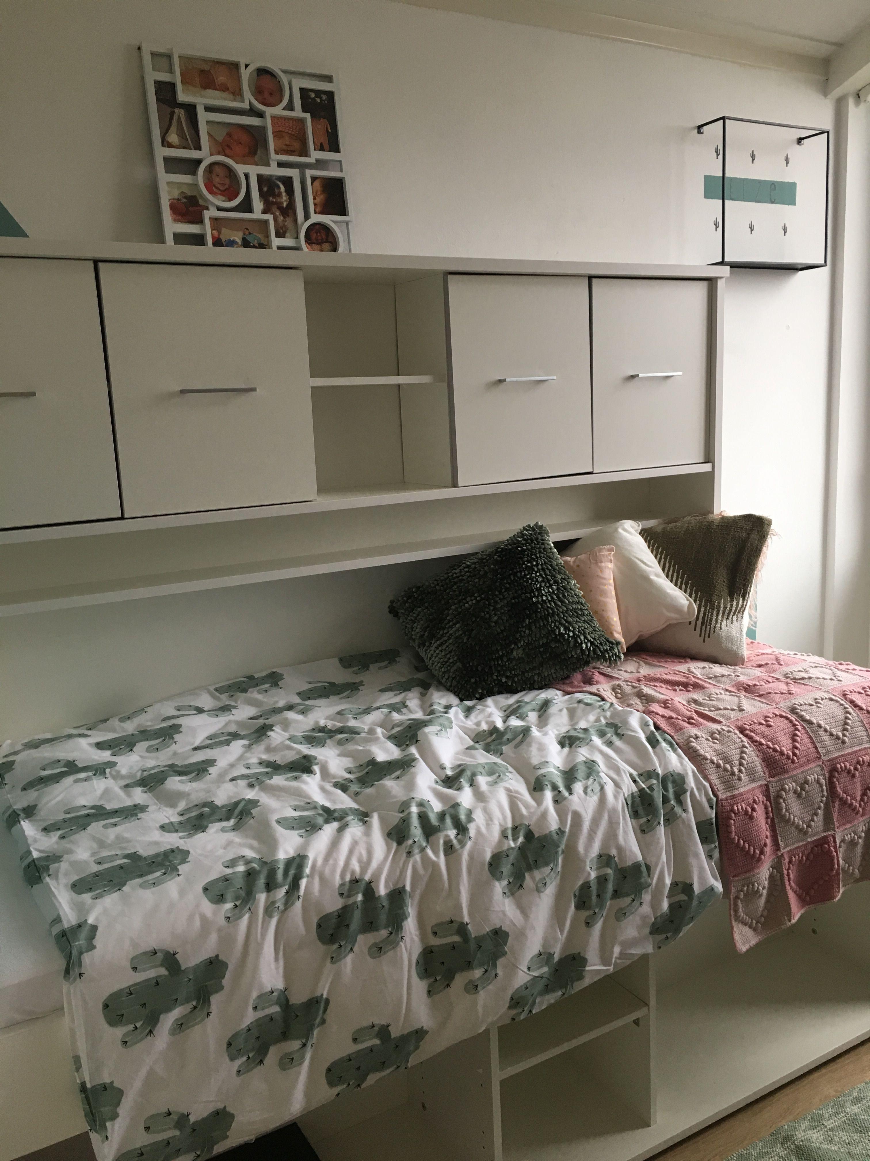 Roze Slaapkamer Accessoires.Groene Cactus Slaapkamer Met Roze En Gouden Accessoires