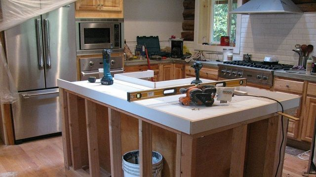 DIY Waterfall Countertop - Thehomesteadingboards.com #waterfallcountertop DIY Waterfall Countertop - Thehomesteadingboards.com #waterfallcountertop