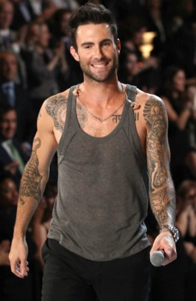 Adam Levine Maroon 5 Guitarist Rocks Yoga Video Jossip Adam