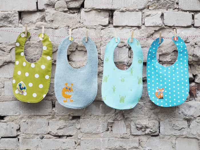 DIY kostenlose Nähanleitung: Baby-Wendelätzchen // DIY free sewing tutorial: reversible baby bib via DaWanda.com #bibsforbaby