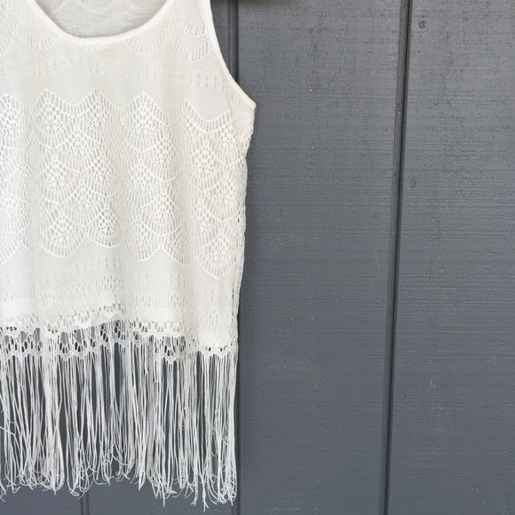 Fringe bottom tank Pre loved item. In fantastic condition. The tank it self is fully lined. Fits like a small. If any questions please feel free to ask⭐️ Atmosphere Tops Tank Tops
