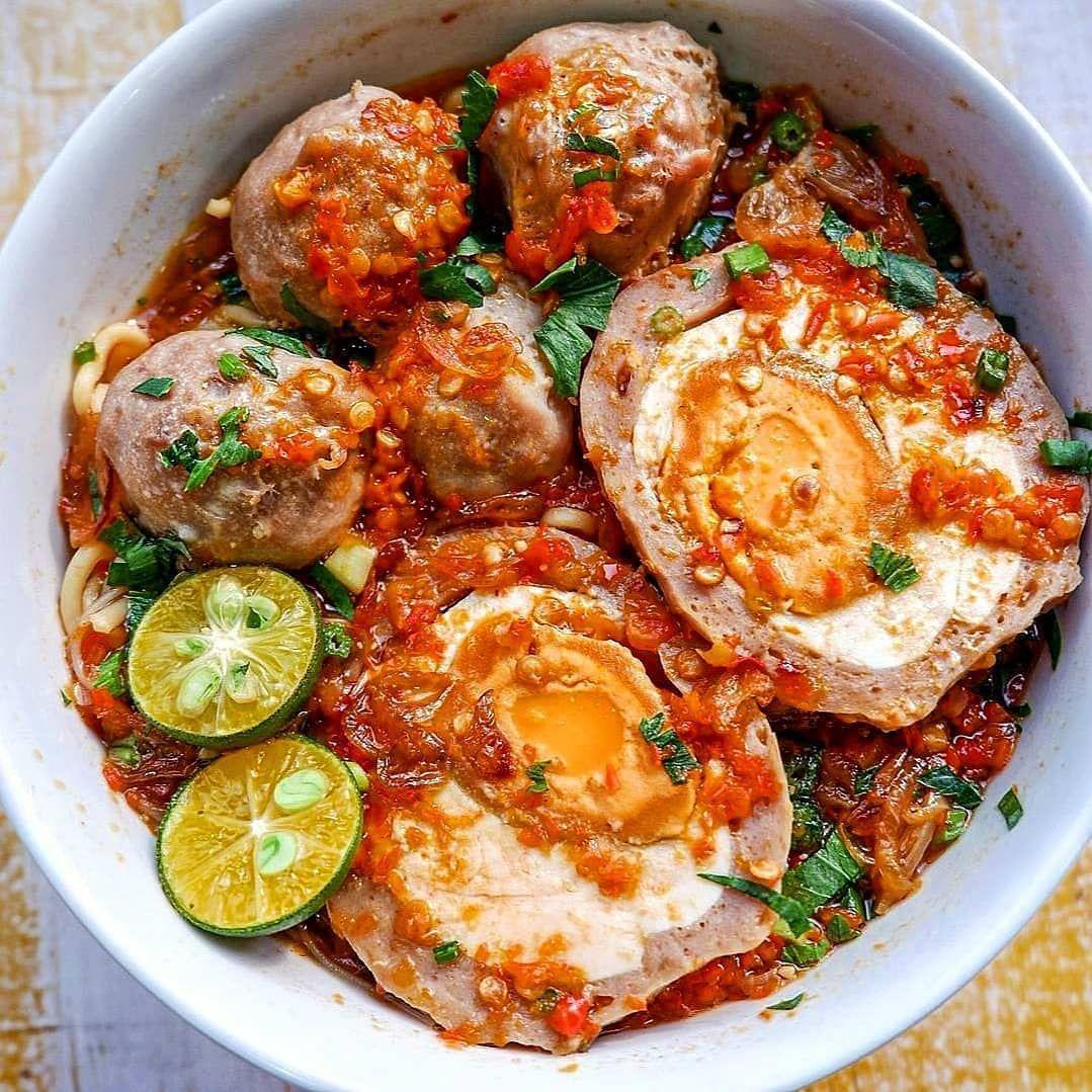 Food Buzzer Jkt Foodie Di Instagram Bakso Iga Balungan Bakso Telor Asin Baksoigabalungan Aku Gak Perlu J Variasi Makanan Resep Makanan Sehat Makanan Pedas