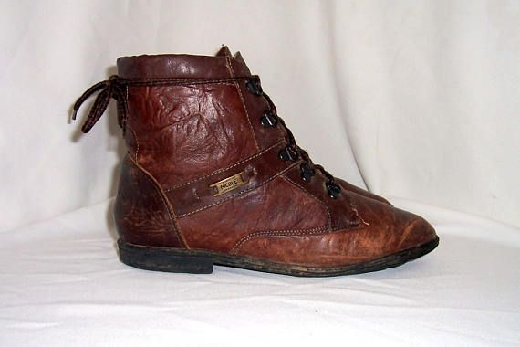 Sz 9m Women Vintage brown leather 1980s flat lace up ankle