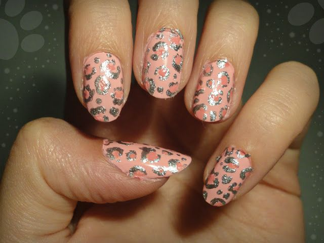 Ida-Marian kynnet / Silver and pink leopard