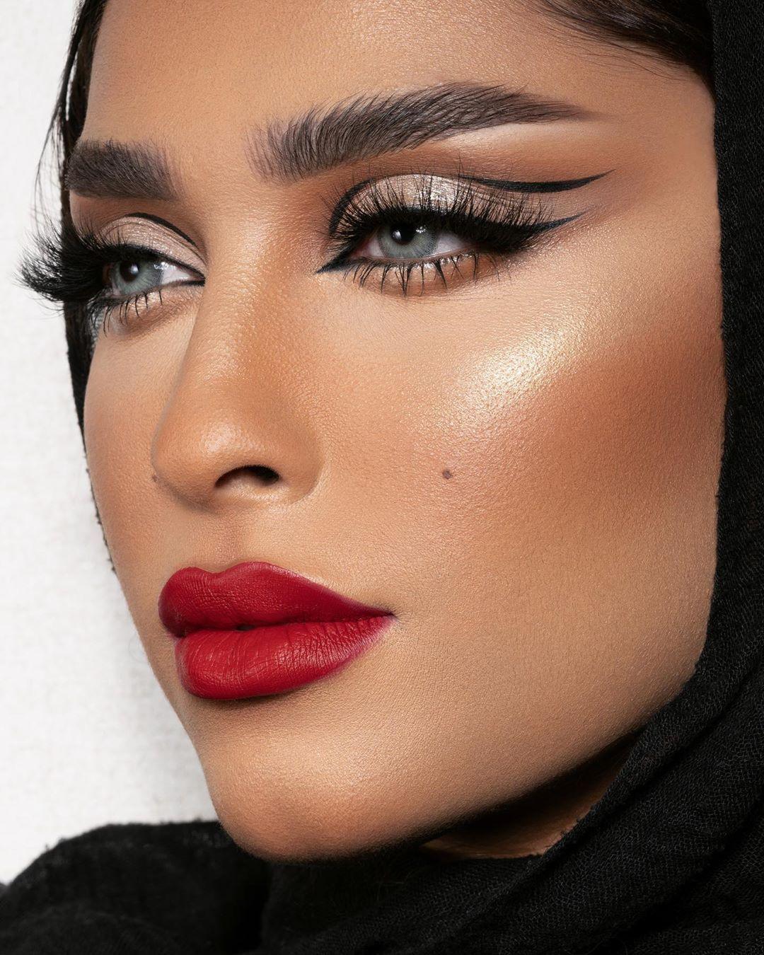 Masooma On Instagram Safa Photographer Photography Expo Touchh Masterclass Jeddah Fentybeauty Killawatt Freestyle Highligh In 2020 Lip Paint Makeup Retouching