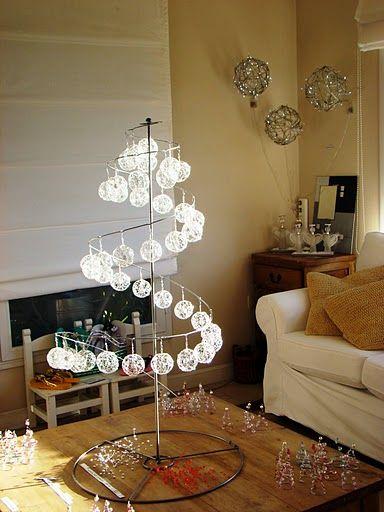 arbol de navidad hecho con alambre