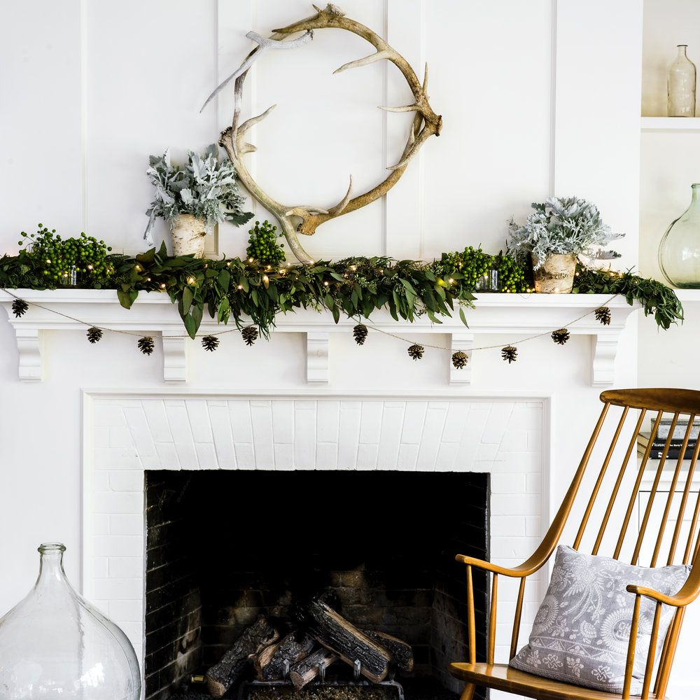 See how to make beautiful Christmas wreaths using fresh and natural ...