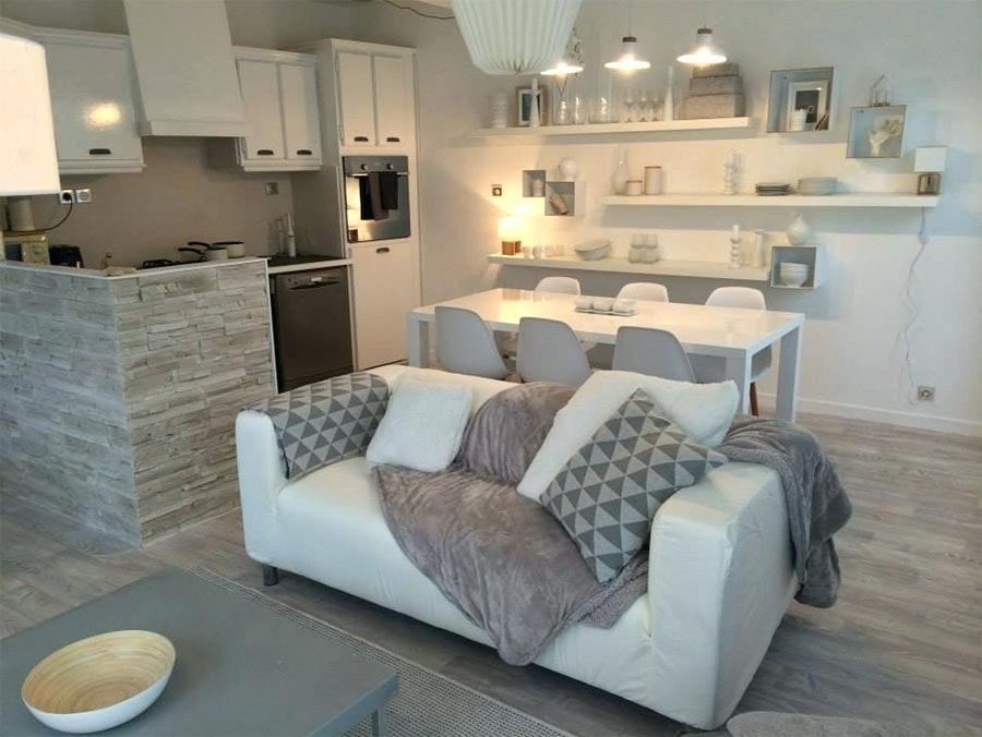Deco salon beige et blanc un salon fu00e9u00e9rique en gris et blanc par sophie ferjani deco