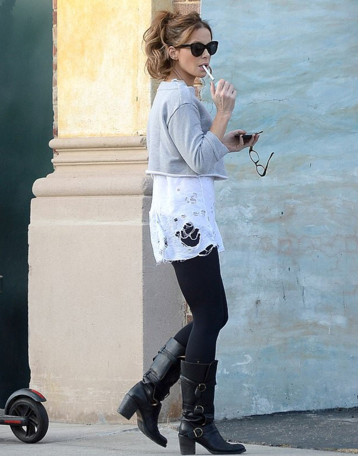 71720c0c70e130 Kate Beckinsale s nicotine addiction appears steady (10-2018 ...