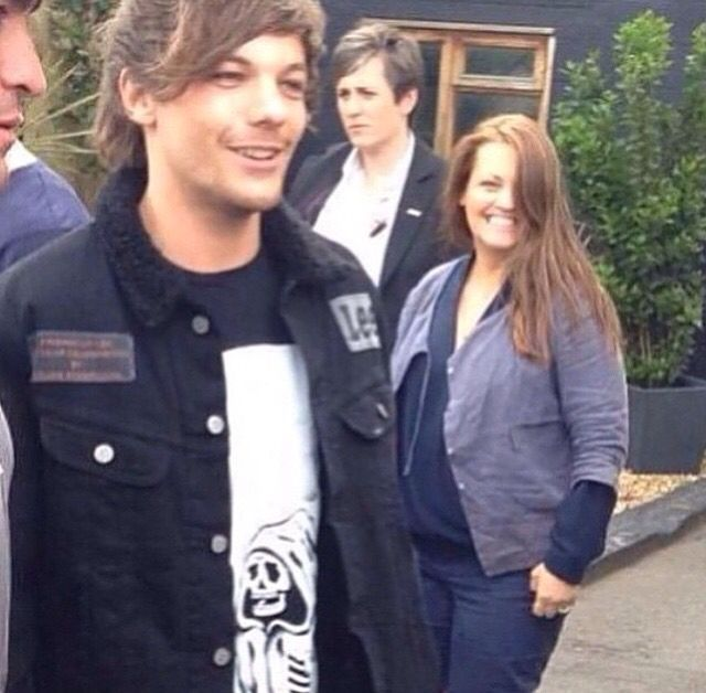 Louis and his mama in London today! (: (5/30/15)