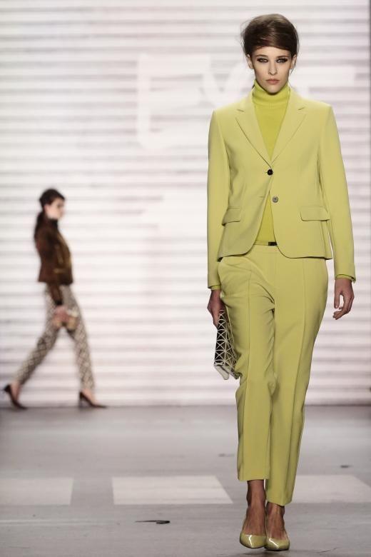 Ein zartes Gelb im All-Over-Look.