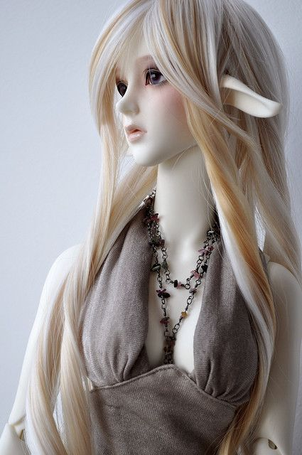 Soom. These dolls are amaaaazing! I would have these and I am not a doll person.