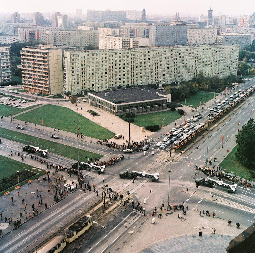 Leninplatz 1968 70 Plattenbau Type Qp 64 Bekleed Met Geglazuurd Keramiek In Een Pastelgroene Kleur Berlin Hauptstadt Vietnam Hauptstadt Der Ddr
