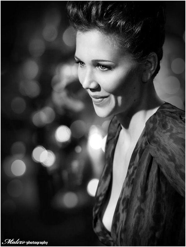 Potential Christmas Shot Tree In Background Again Its The Eyes And A Hint Of More With Maggie Gyllenhaal
