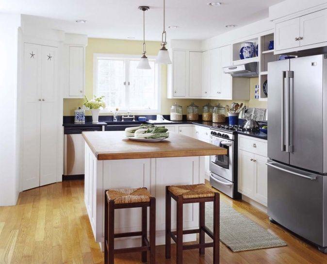Küche Mit Kochinsel Und Zwei Barhockern