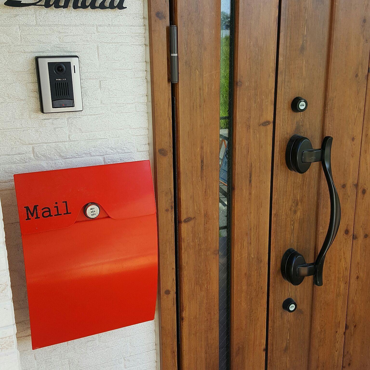 玄関 入り口 赤いポスト Lixil玄関ドア ジエスタ 鍵付ポスト などの