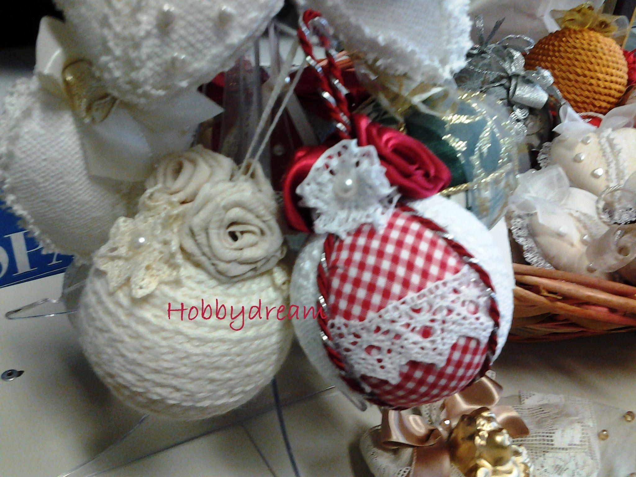 Lavoretti Di Natale Patchwork.Palline Di Polistirolo Decorate Con Lana E Tessuti