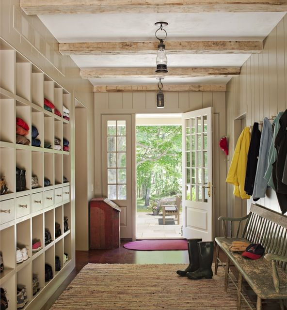 10 Elegant Mudroom Designs