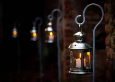 To Decorate The Outside Area With These Simple Lanterns Creates A Great  Entrance Way And Atmosphere For Your Guests.