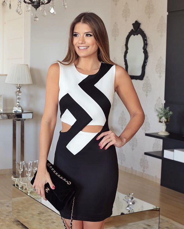 {Black & White @letslo ❤️} Vestido com recortes deuso! Já disponível online e a loja envia para todo Brasil www.letslo.com.br