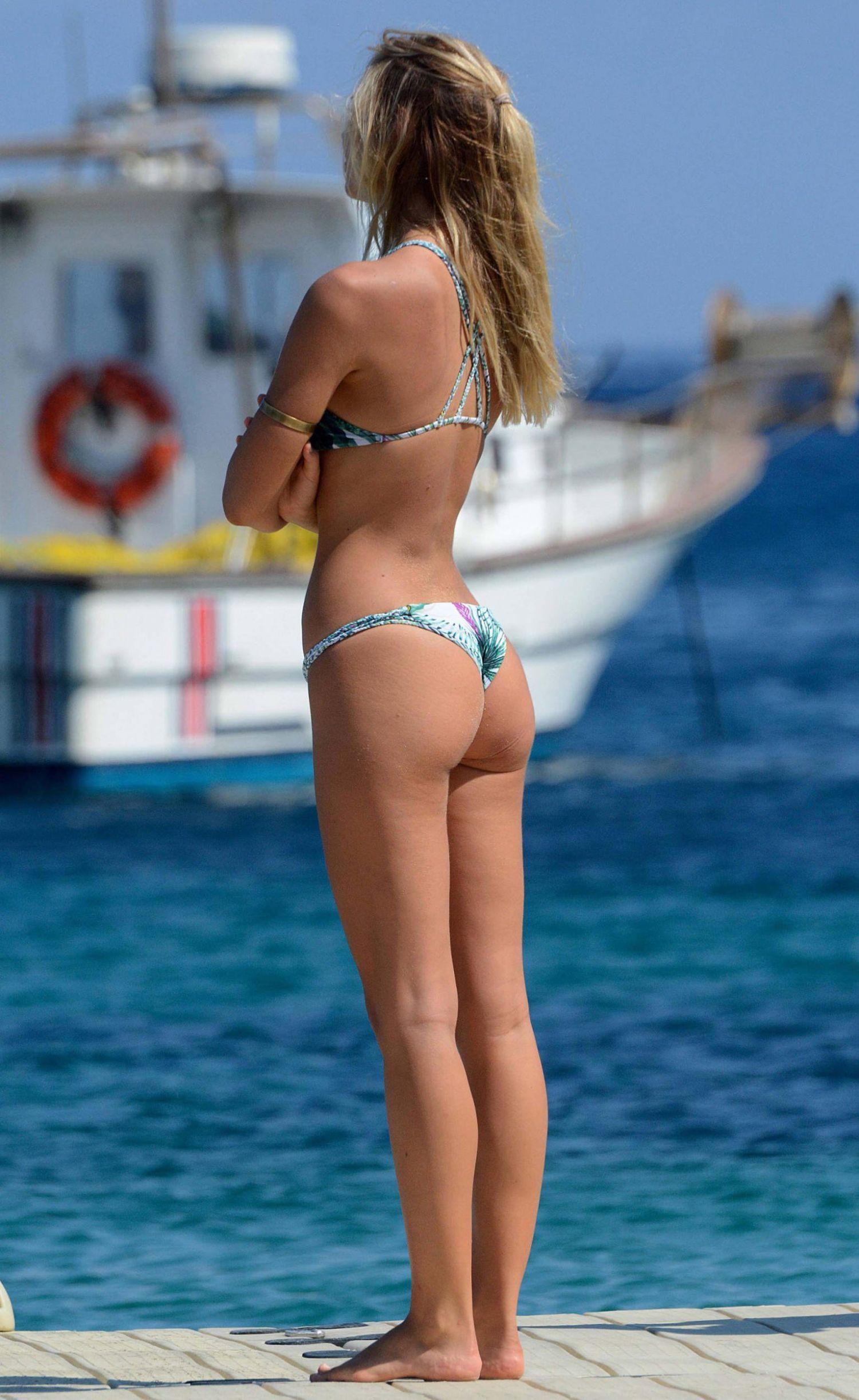 Alexis-Ren-Bikini-Candids-in-Greece-3