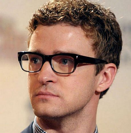 The Stylish Short Curly Hairstyles For Men Short Curly Hairstyles For Men With Glasses Hipsterwall Fr Curly Hair Men Best Dressed Man Men S Curly Hairstyles