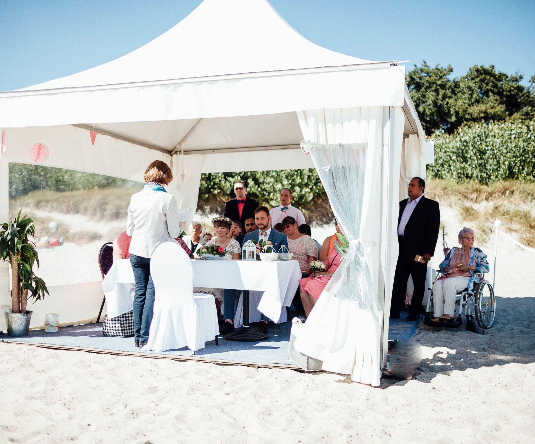 Strandhochzeit Auf Fehmarn Mit Bildern Strandhochzeit Heiraten Am Strand Hochzeit