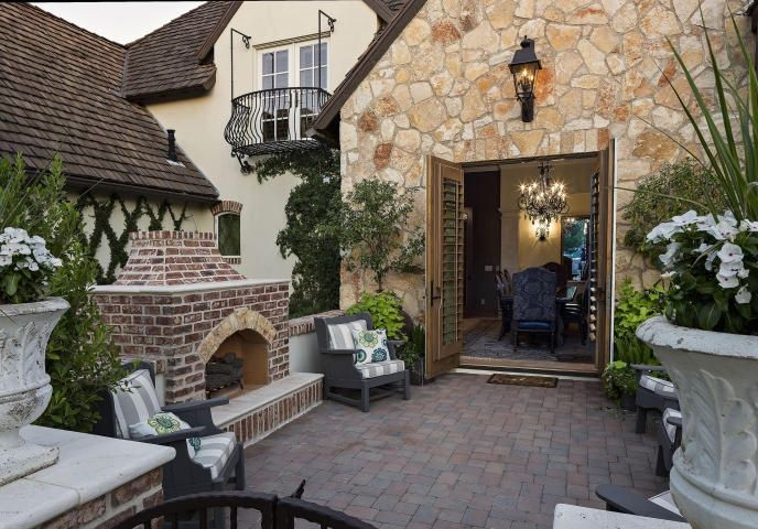 Cottage Patio with exterior brick floors, outdoor pizza oven