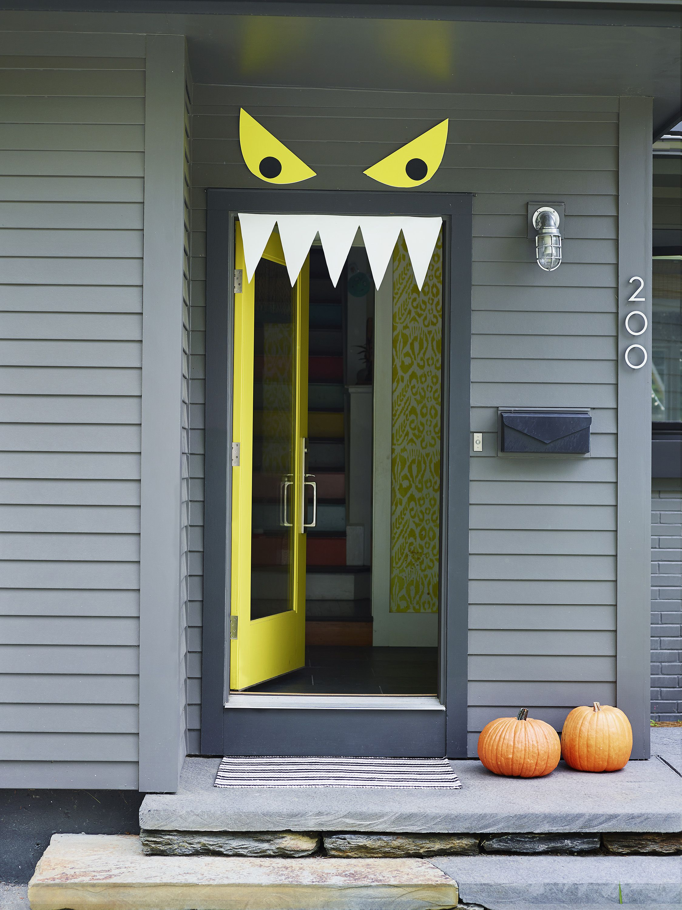 Welcome Halloween with fun, DIY front-door decorations miau - Halloween Door Decorations Ideas
