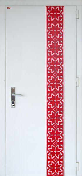 Входная дверь облаченная в вышиванку Патриотично и невероятно