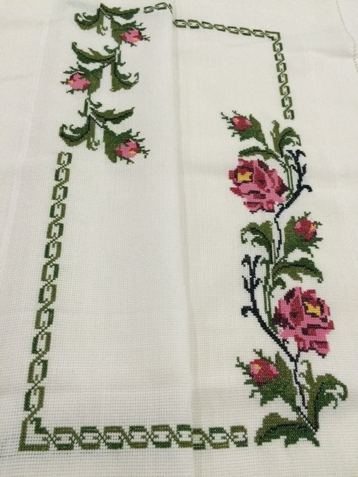 Cross Stitch Tablecloth In 2020 Shabby Chic Cross Stitch Cross Stitch Flowers Cross Embroidery Patterns