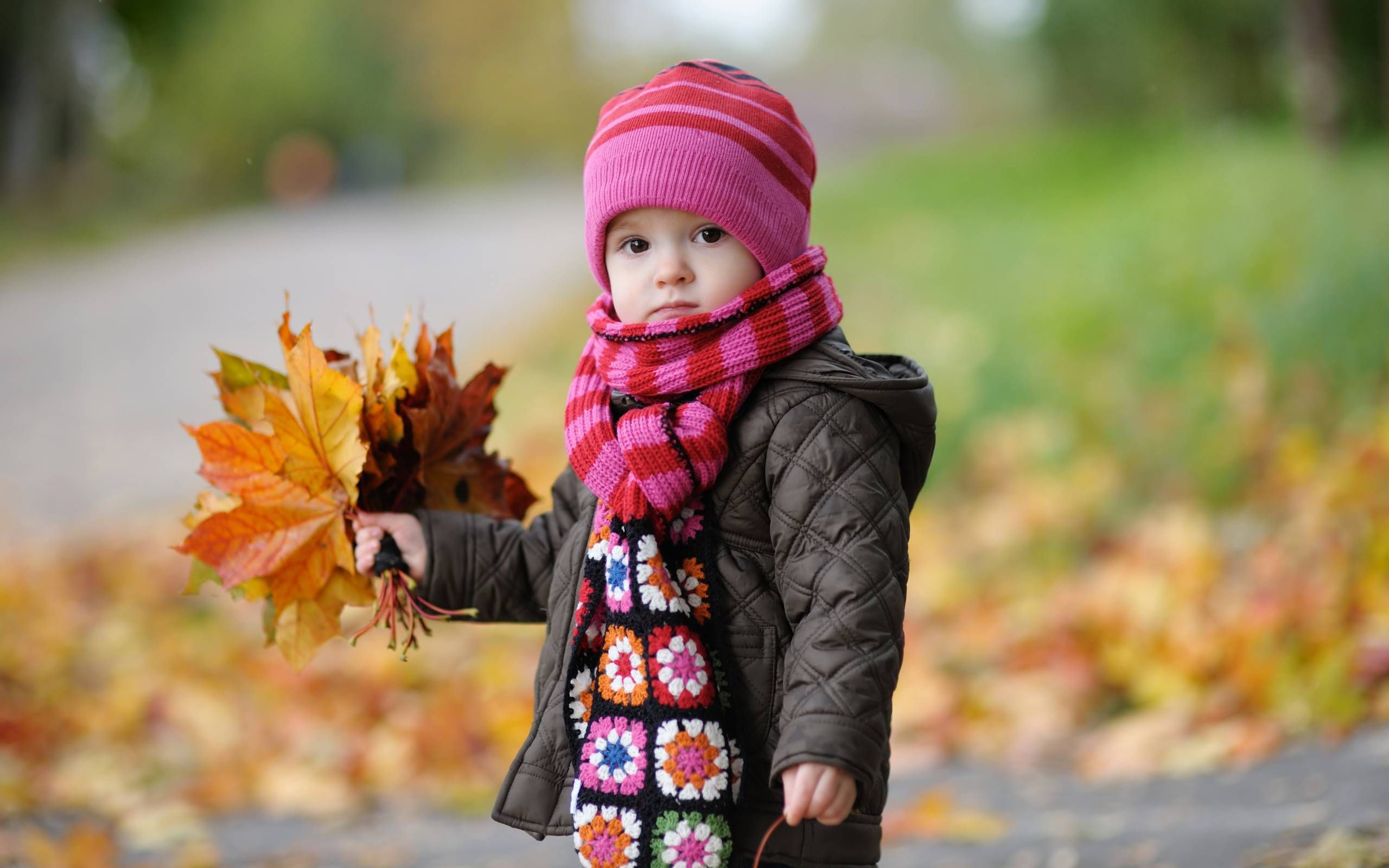 Cute Baby Looking Around Wallpaper In Hd Http Wallpaper Com Co 1110312 Cute Baby Looking Around Wa Cute Baby Wallpaper Baby Girl Wallpaper Cute Baby Photos