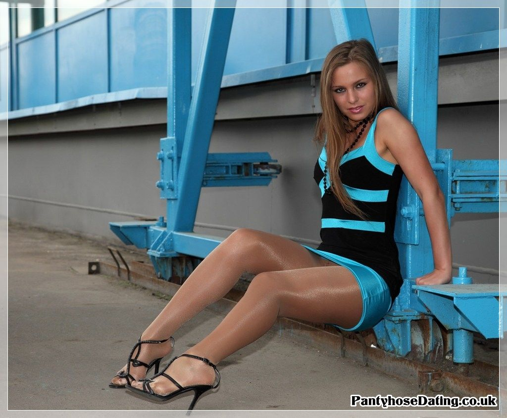 Shiny pantyhose | Love shiny legs | Collant, Femme, Belles ...