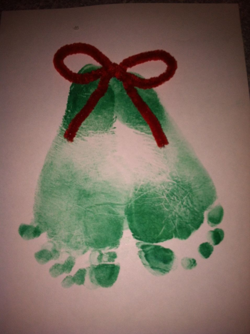 Footprint mistletoes #mistletoesfootprintcraft Footprint mistletoes #mistletoesfootprintcraft