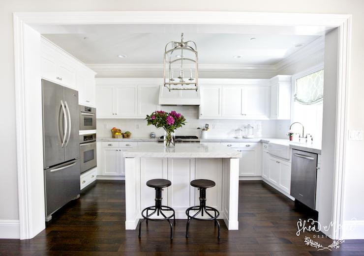 Best Crisp White U Shaped Kitchen Carrera Marble Counters 400 x 300