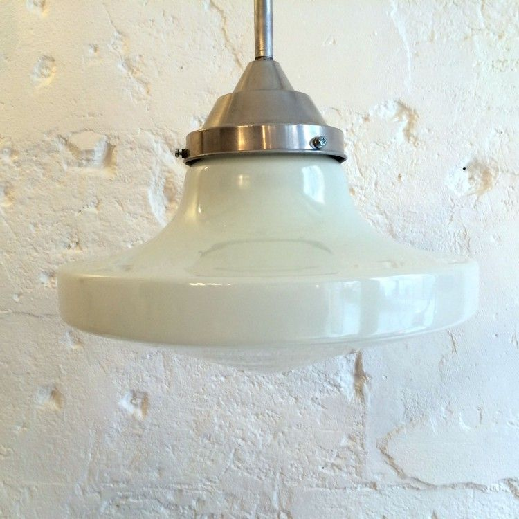Très grande lampe suspension ancien luminaire abat jour globe en verre opaline blanche diamètre 35 cm... http://www.lanouvelleraffinerie.com/plafonniers-suspensions-lustres/1353-tres-grande-lampe-suspension-ancien-luminaire-abat-jour-globe-en-verre-opaline-blanche-diametre-35-cm.html