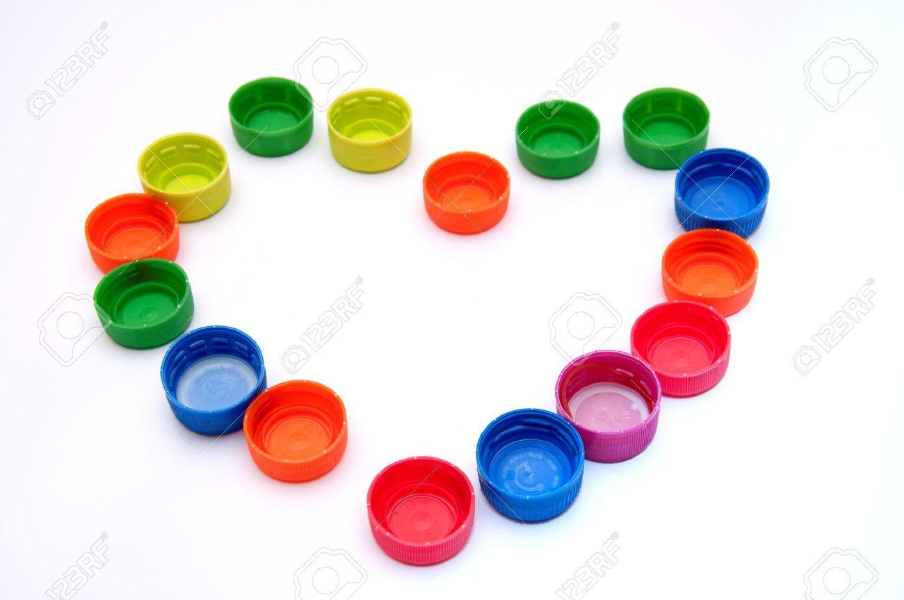 Coraz n hecho de coloridas tapas pl sticas heart made for Tapas de plastico