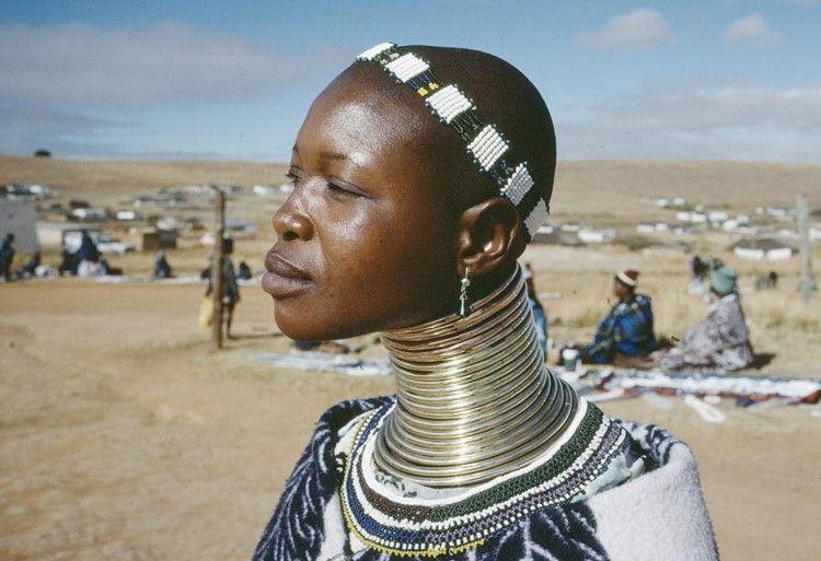 10 Pueblos Indígenas Ideas Neck Rings Africa People African Neck Rings