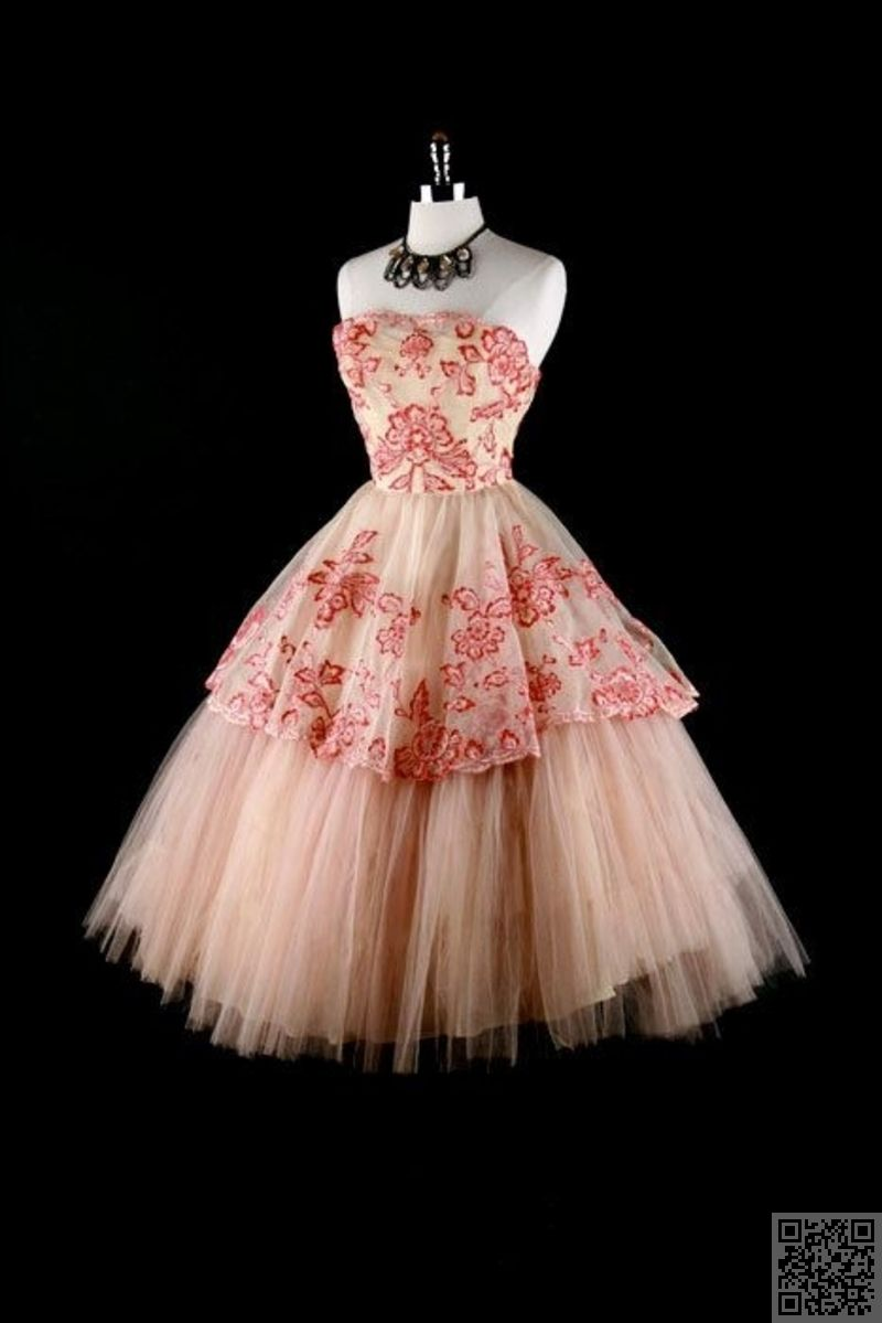 Pink and Girly Stunning Vintage Dresses You Are Going to