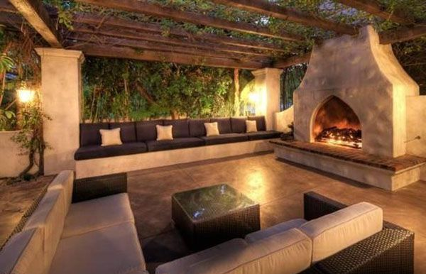 Outdoor Fire Place With Bench Seating