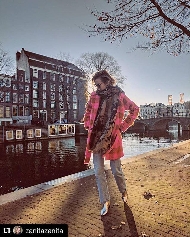 #Repost @zanitazanita ・・・ Keep warm in #style #coat @designersremix #amsterdam