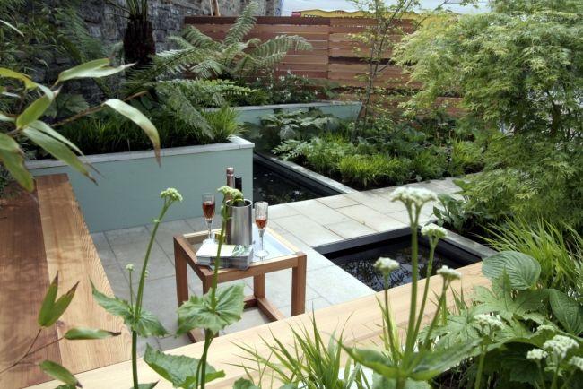 Garten Dynamische Gestaltung Steinplatten Holz Sitzbank Wasser Teich