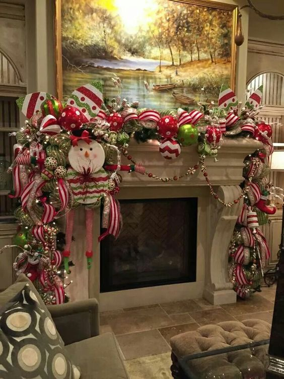 35 DIY Christmas Garland Ideas To Decorate your Home with for the Holidays - Hike n Dip