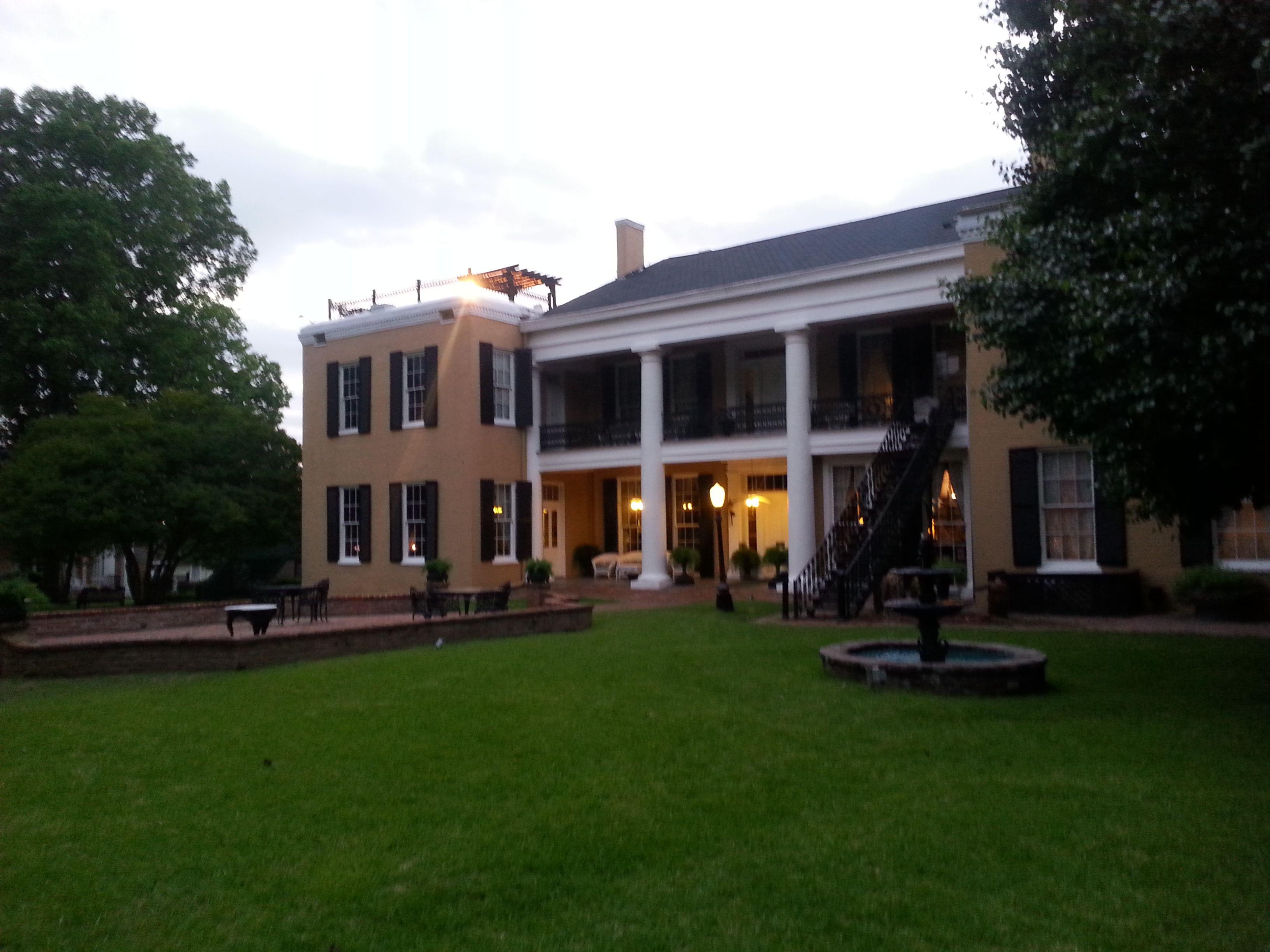 Cedar Grove Mansion Inn & Restaurant Mansions, House