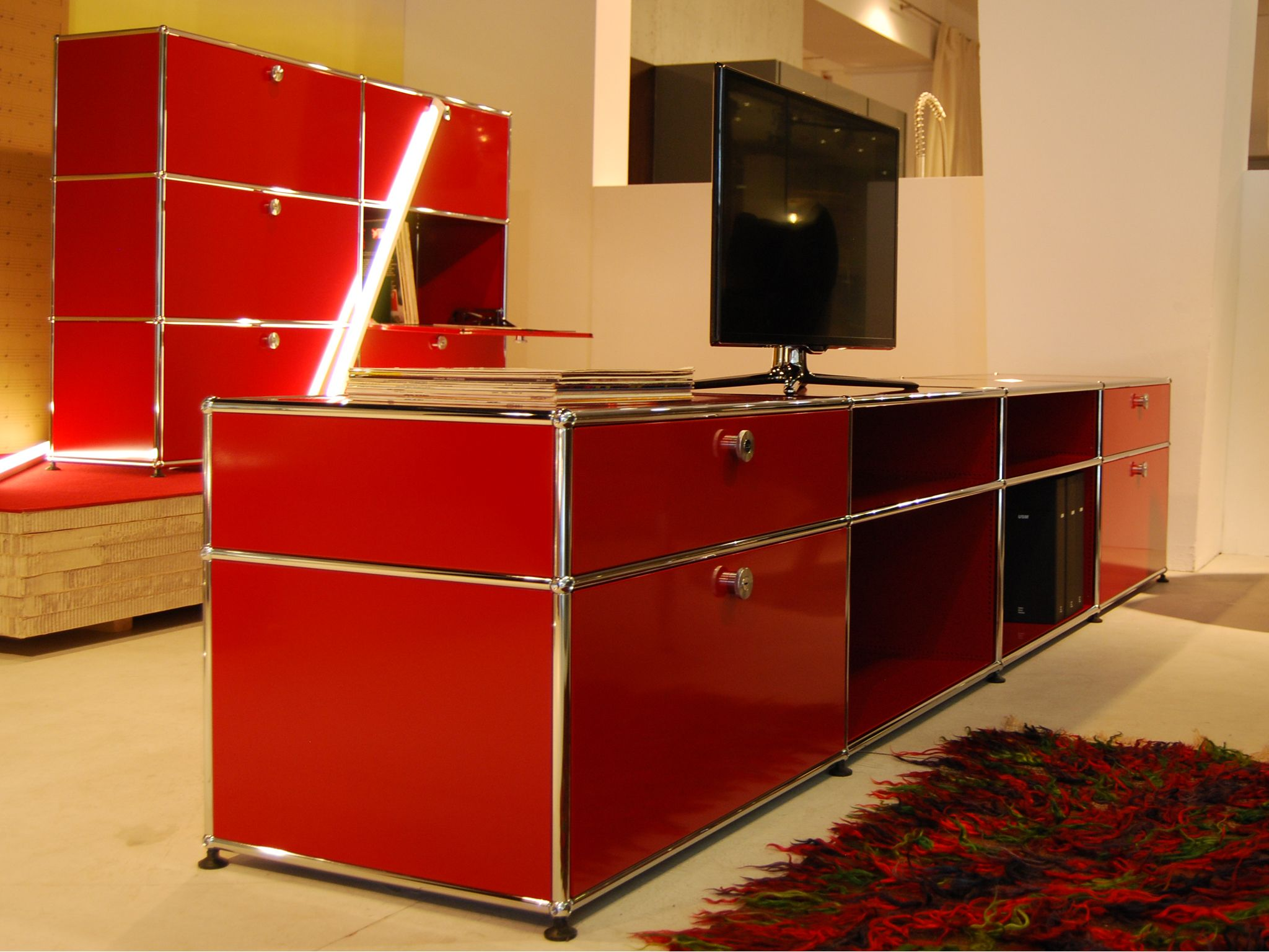 usm haller sideboard and usm haller credenza in ruby red exhibition at b hmler im tal munich. Black Bedroom Furniture Sets. Home Design Ideas