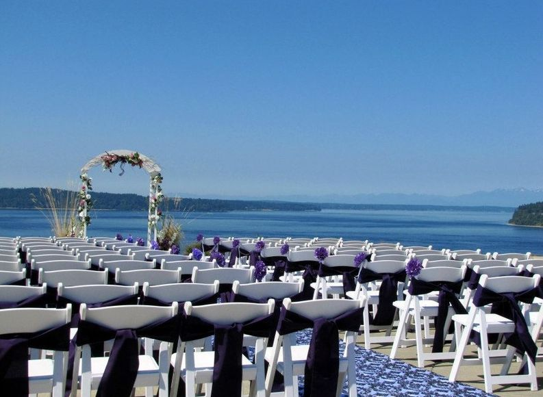 Find Chambers Bay Golf Course Wedding Venue One Of Best Wedding Venues In Washington State Washington Wedding Venues Tacoma Wedding Venue Golf Course Wedding