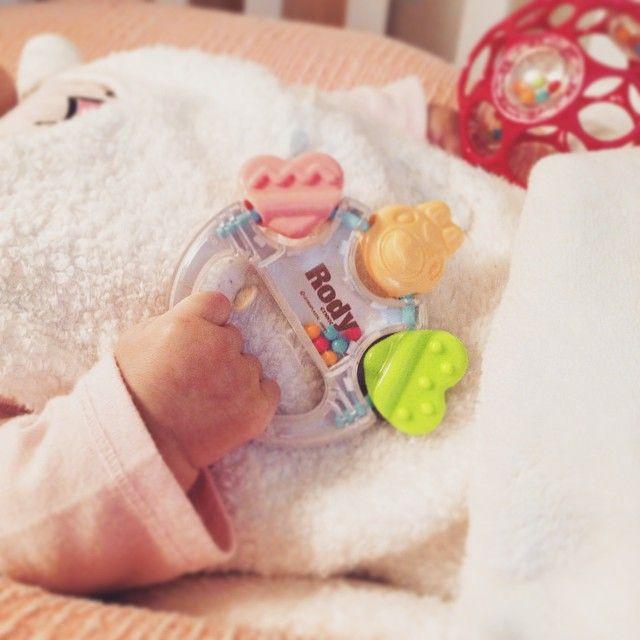 Instagram media aoi20150119 - ・ ・ 新しいオモチャ 初めてべビザラス行ったけど めっちゃ楽しかった ・ #オモチャ #Rody #ロディ ・ #1月生まれ #2ヶ月ベビー #新米ママ #親バカ #愛娘 #葵