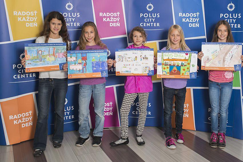 90f19dc92 Dievčatá so svojimi kresbami povolania | Praxovanie detí v Poluse ...