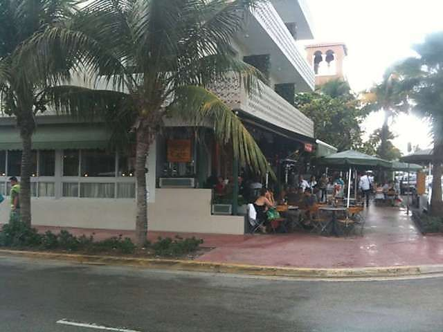 News Cafe South Beach Florida We Have Visited This Restaurant A Few Times It S Very Cool With Great Food Right Across The Stre Florida South Beach News Cafe